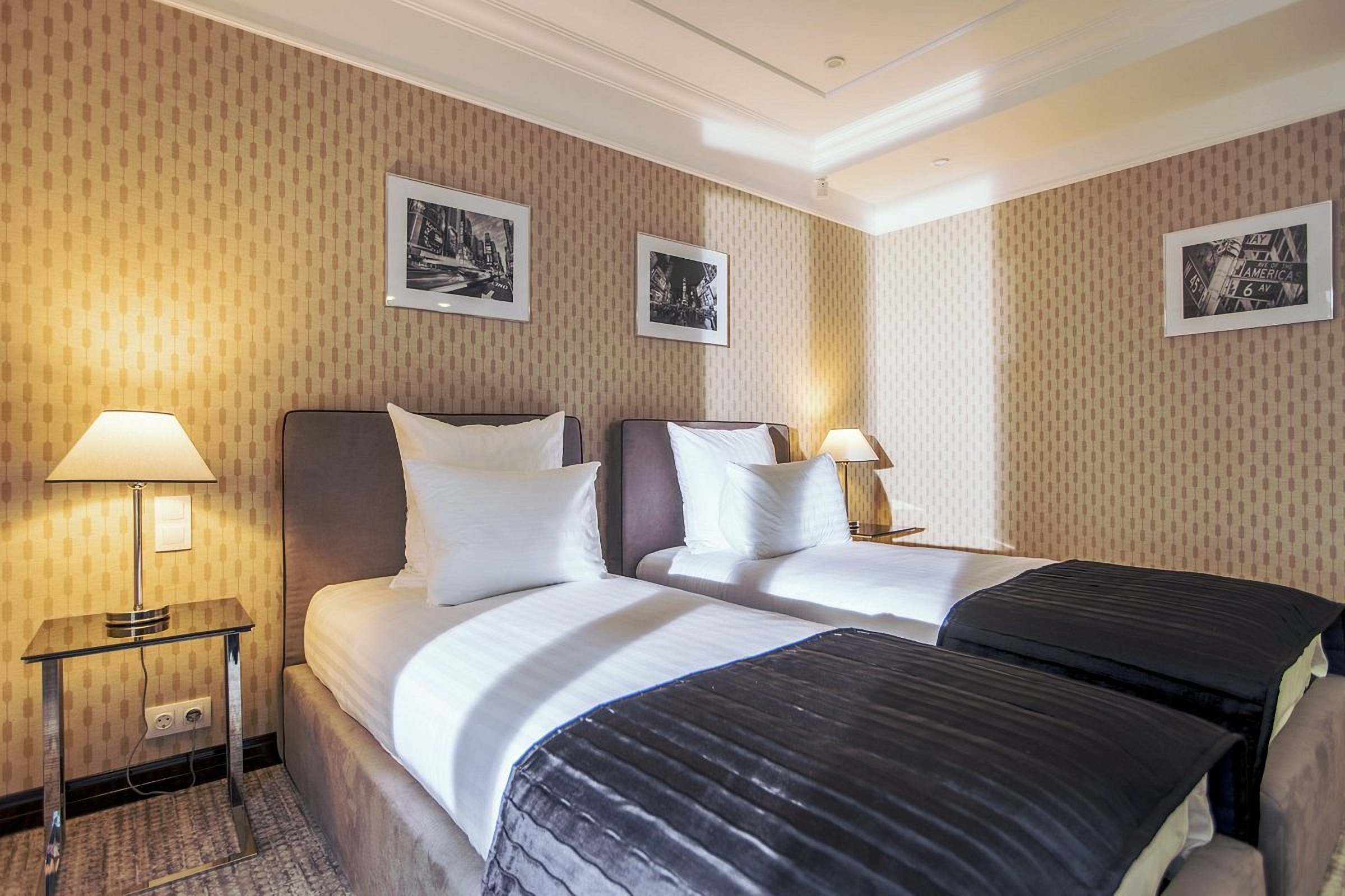 Double room in the Wall Street Hotel Odessa
