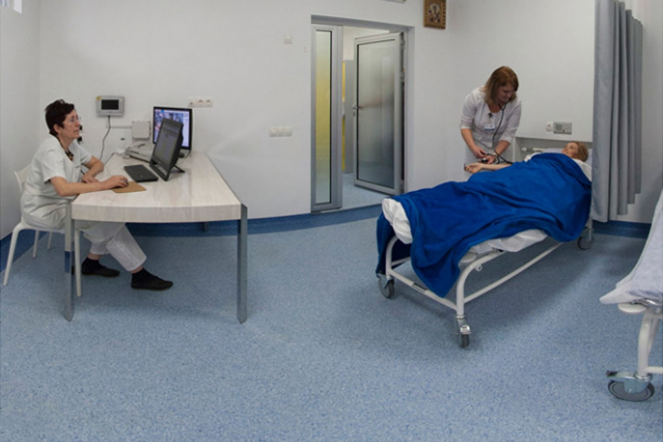 Examination of a patient at the Gryschenko Clinic in Kharkiv
