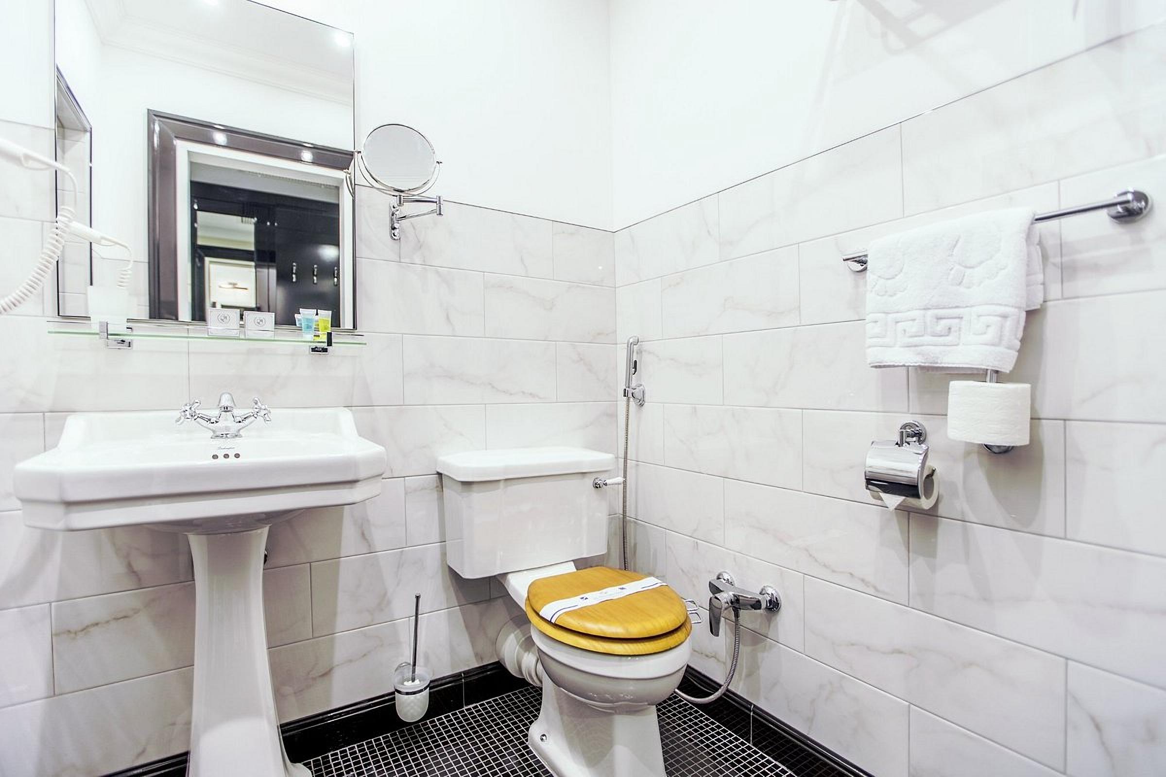 Modern bathroom in the Wall Street Hotel Odessa