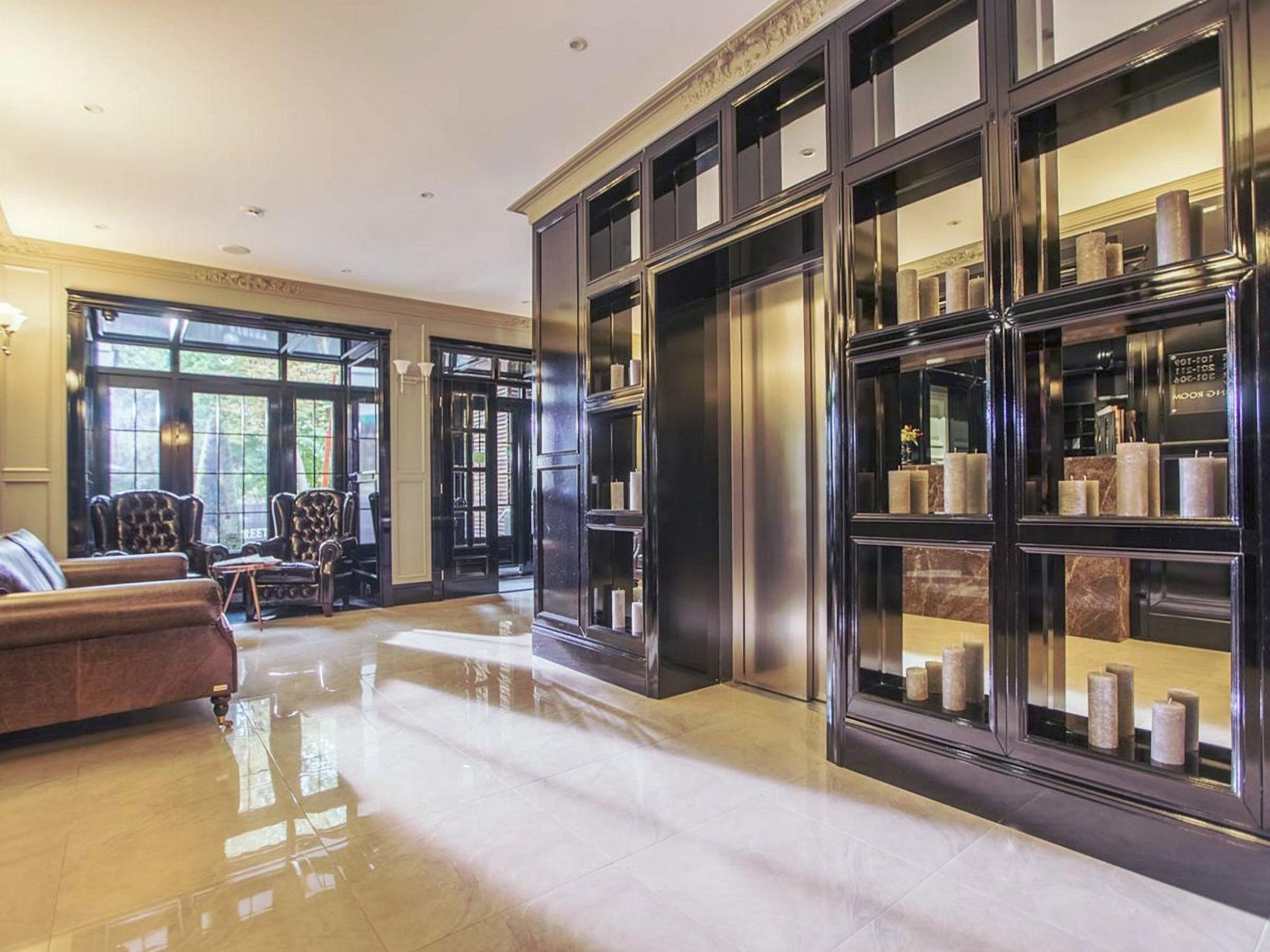 Wall Street Hotel Hall Odessa Ukraine