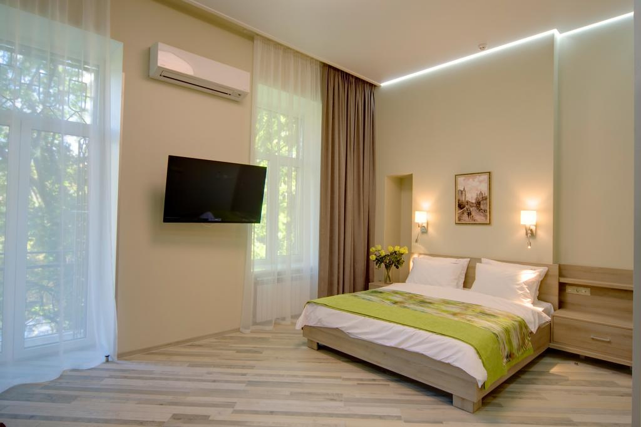 TV and air conditioning in Summit Hotel