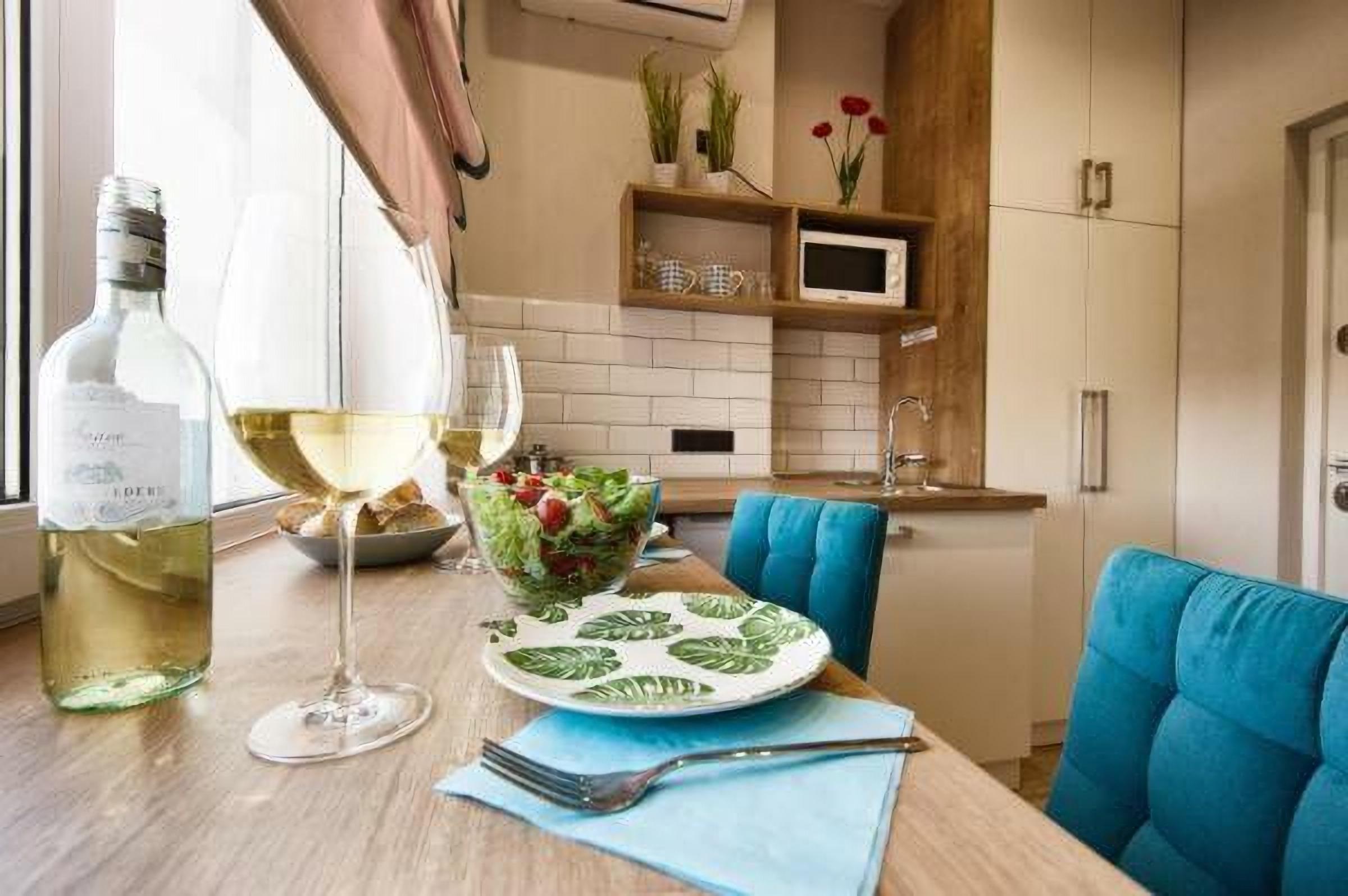 Dining area in the hotel room Allurapart Plaza