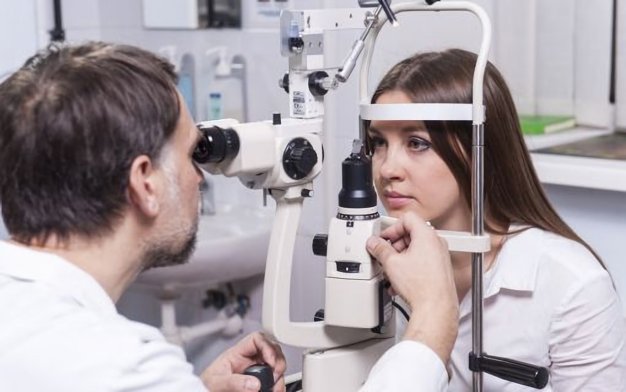A girl at the ophthalmologist's appointment at Novy Zir Clinic